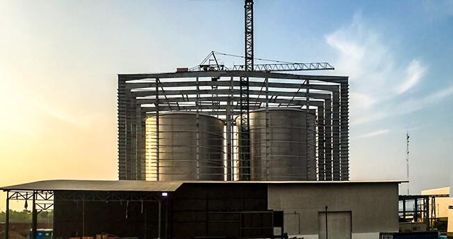 Nytt system konstruerat för roterande och mekaniserad uppställning av ståltankens diameter på upp till 50 meter och en massviktskapacitet på upp till 600 ton.