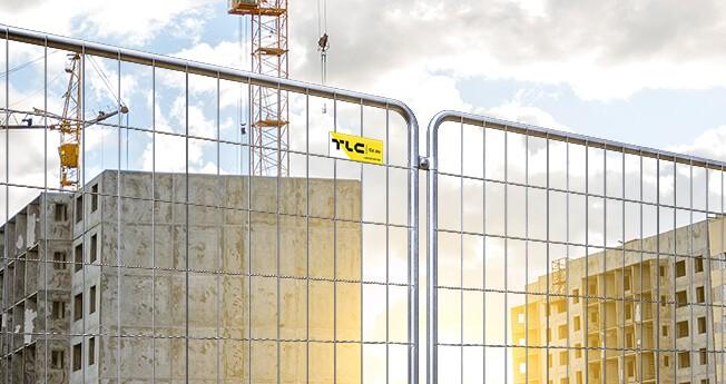 Tillfälliga stängsel är mobila inhägnader med en konstruktion som är lätt att flytta och som ställs upp för en viss tid för att avgränsa ett område från omgivningen och skydda egendom eller säkerställa säkerhet på en byggarbetsplats, industriområde och på vägar.